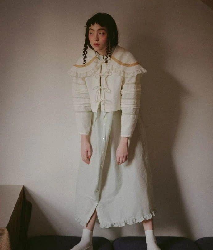 满脸雀斑却依旧很美的混血模特世理奈写真作品 (16)