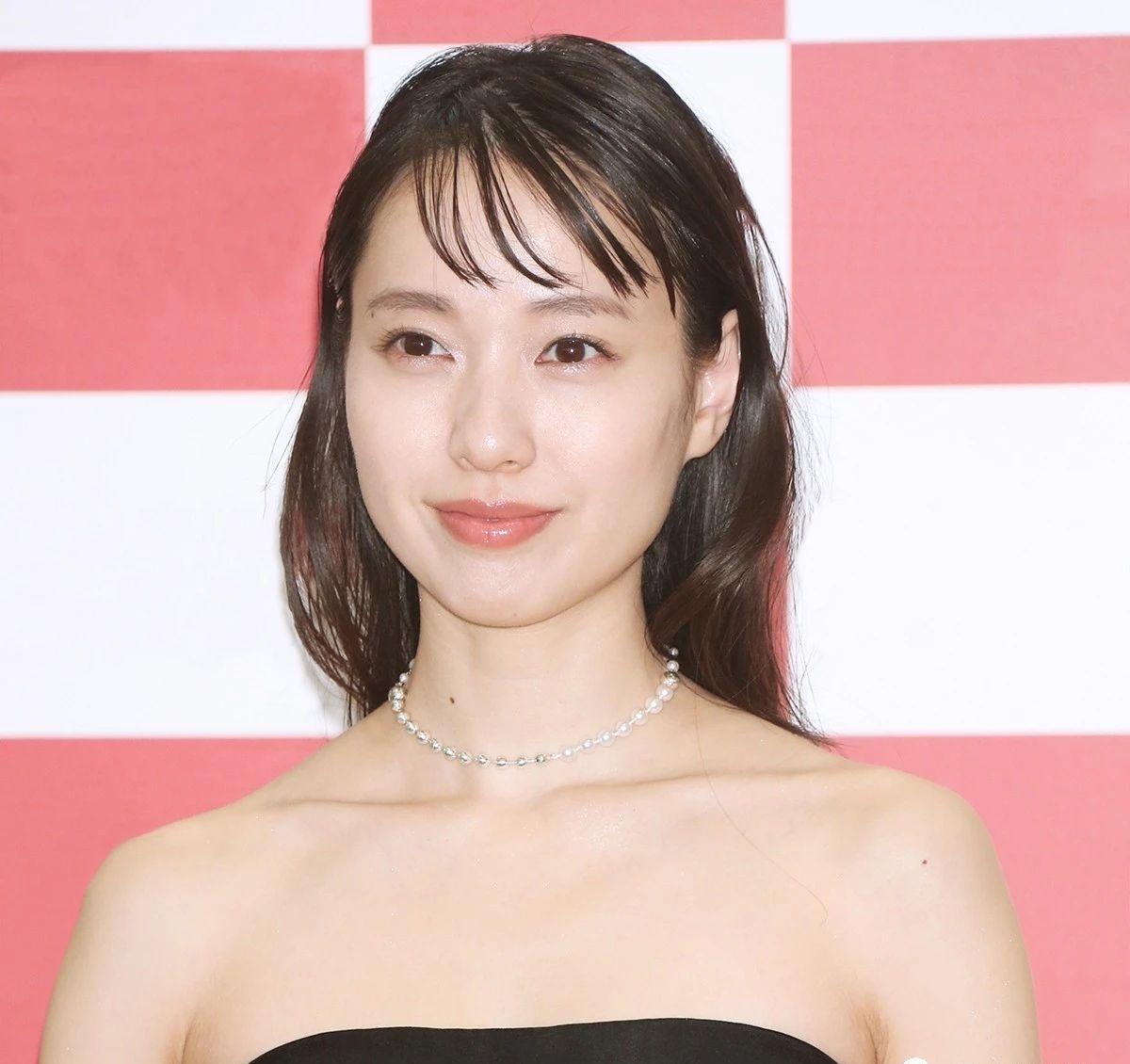 户田惠梨香和丈夫松坂桃李婚后生活甜蜜幸福让众人羡慕不已 (1)