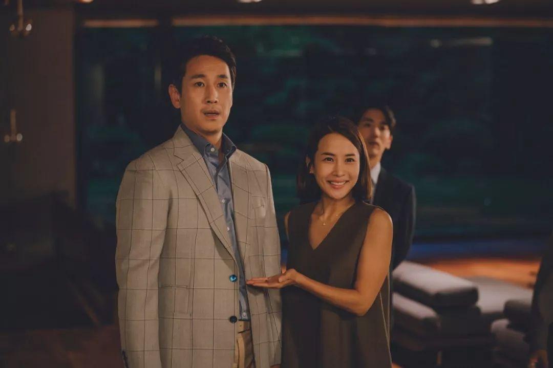 韩国电影《寄生虫》谎言说多了便会迷失自己,且会因此而失去原本就岌岌可危的尊严 (11)