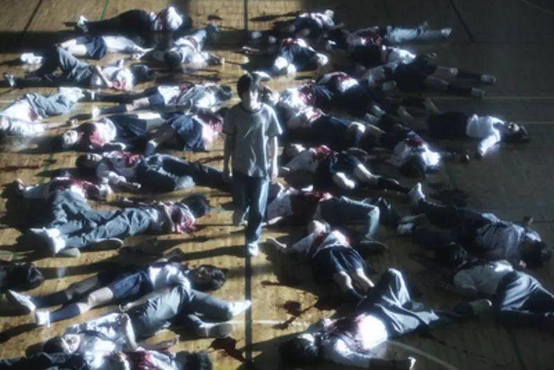 日本悬疑电影《告白》一个失去女儿的老师对凶手的杀人诛心 (5)