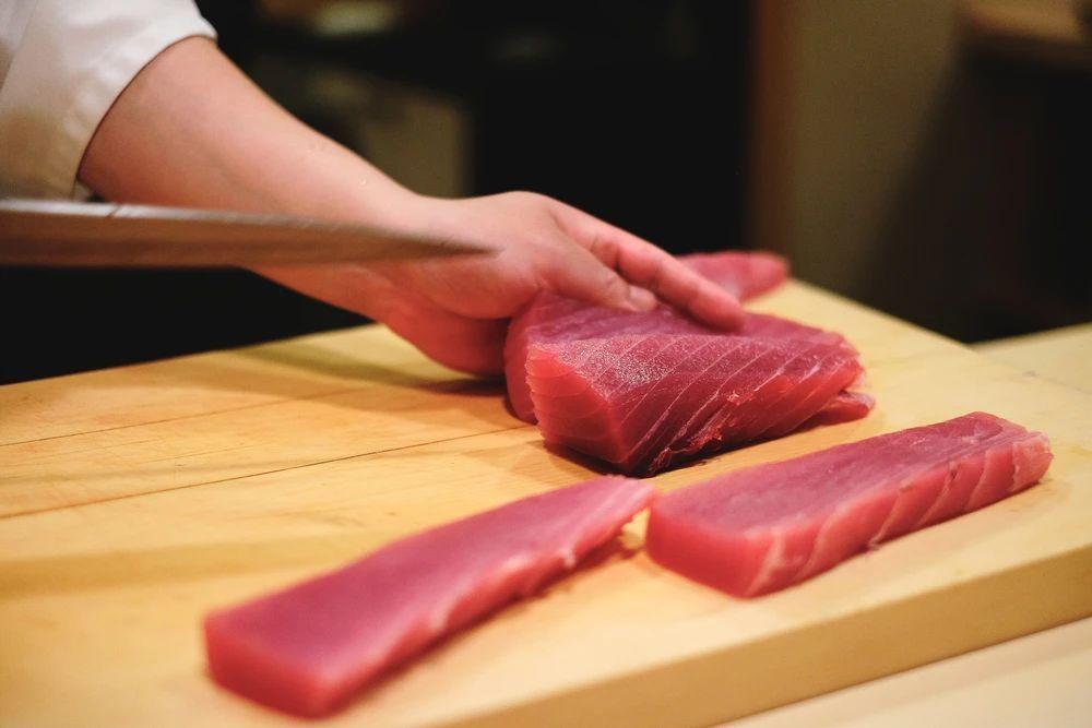 说一说日本料理中那些残忍生猛的吃法 (1)
