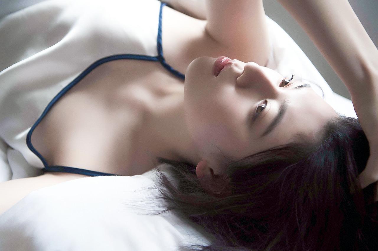 周杰伦发布新歌《说好不哭》日本模特三吉彩花MV女主角