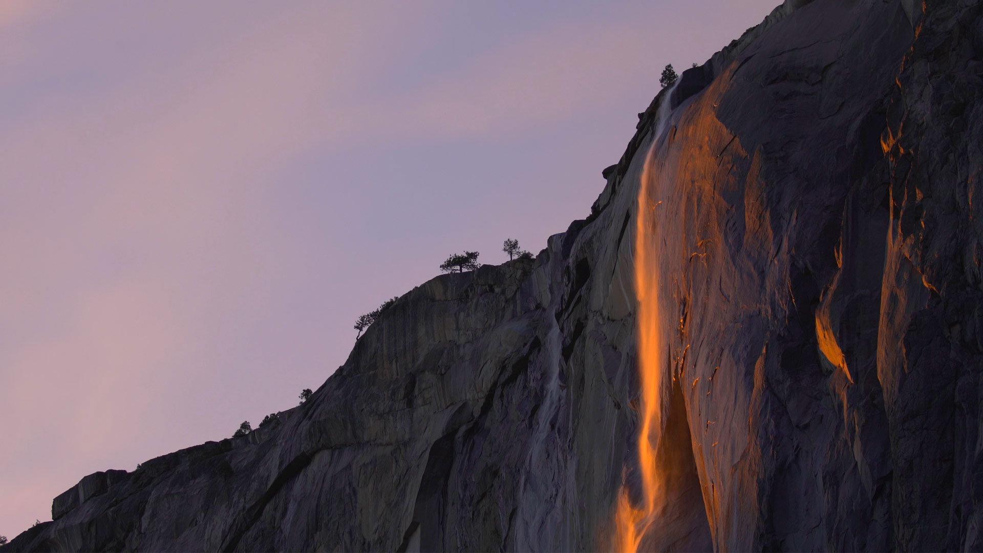 流动的火焰丝带