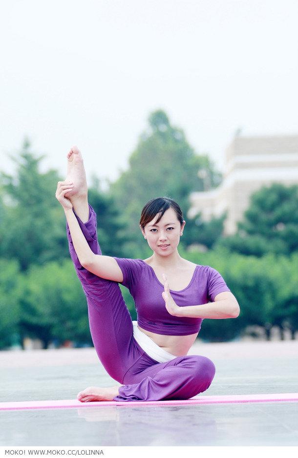 30岁顶级少妇练瑜伽图片:动作姿势很销魂[9p]