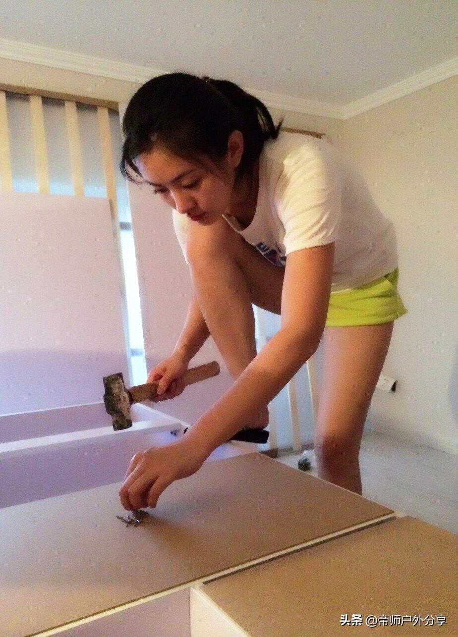 少妇做装修小工拍工作照片