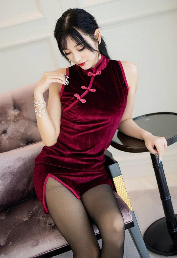 116美女杨晨晨黑丝旗袍美腿私密写真