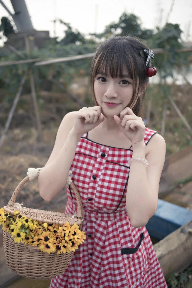 26岁粉嫩小少妇乡村美女图写真