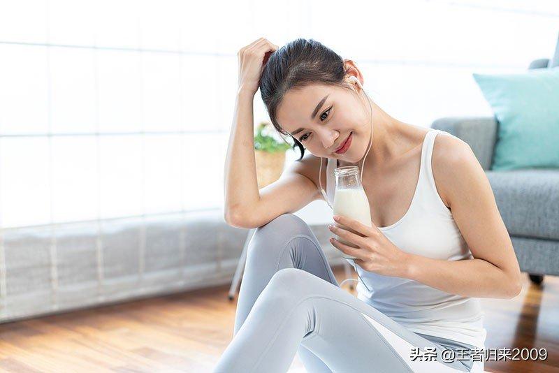 熟女人妻边拍边吃奶图片