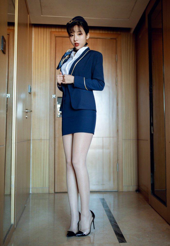 美女空姐边拍写真边脱衣服私密图库