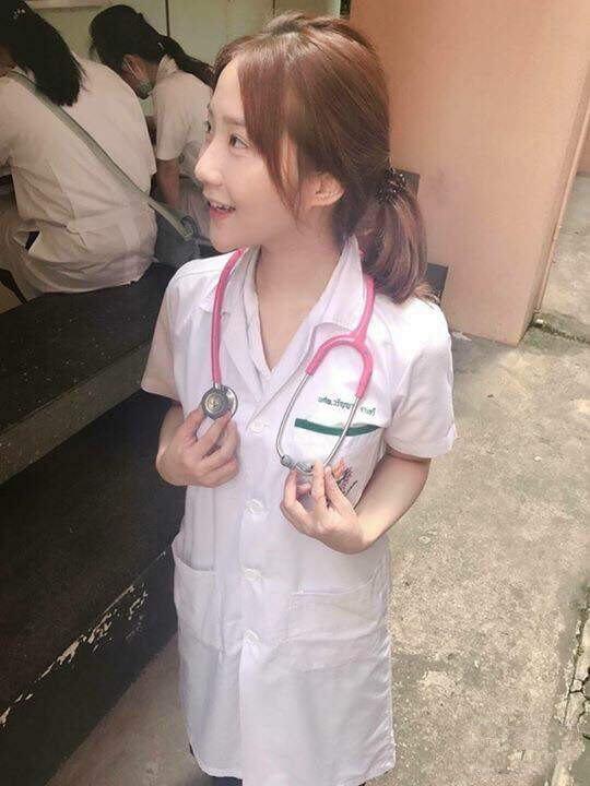 泰国医学系美女高材生 清纯可爱 肤白貌美