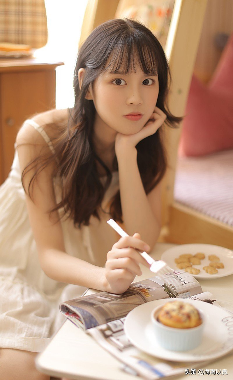 性感小美女:中国美女大学生宿舍私密生活照图片