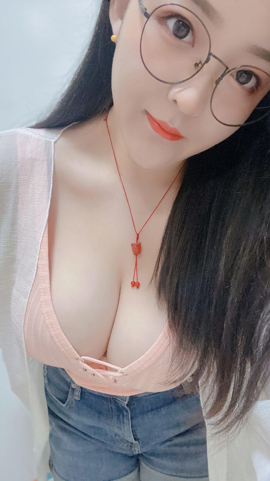 """斗鱼女主播""""电竞36G奶""""@电锯甜心小雨 私房照合集插图5"""