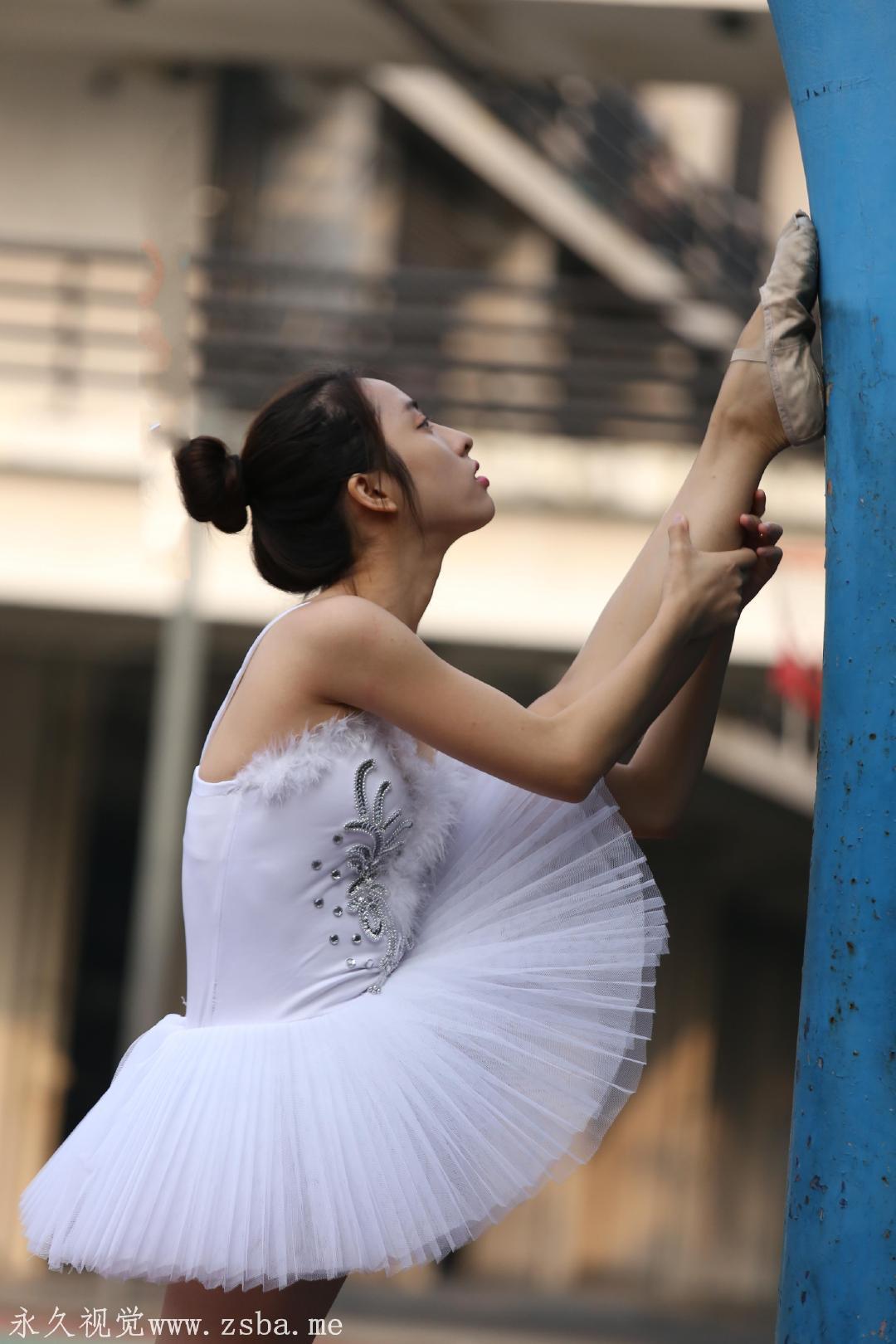 舞蹈学院练舞室实拍照片 美女小姐姐高清照片插图(7)