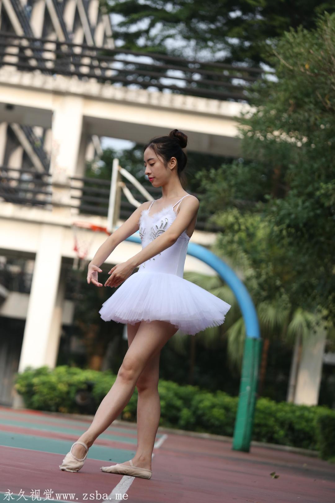 舞蹈学院练舞室实拍照片 美女小姐姐高清照片插图(5)