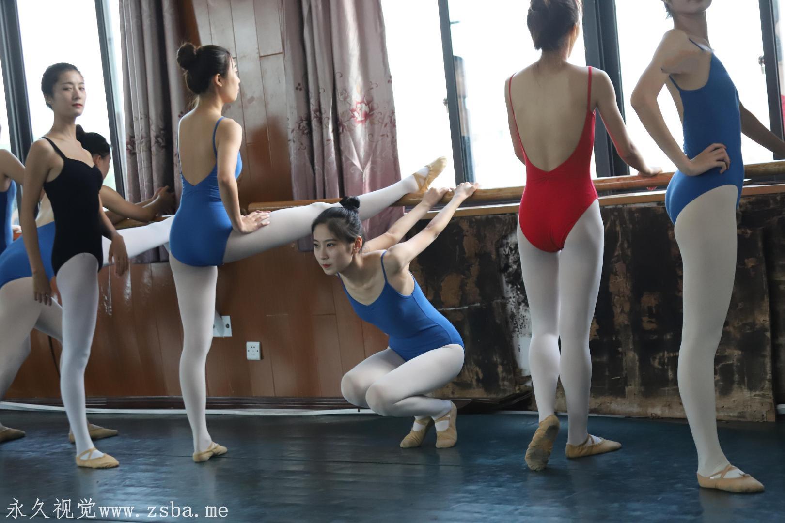 舞蹈学院练舞室实拍照片 美女小姐姐高清照片插图(11)