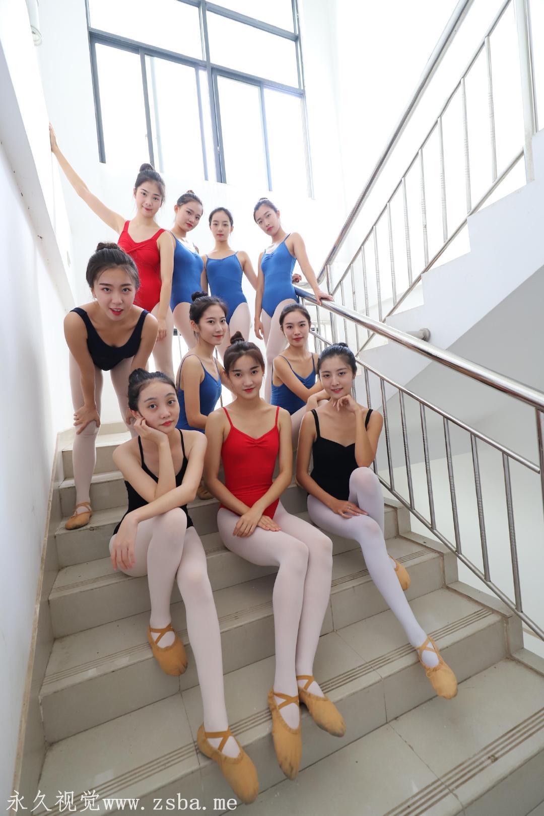 舞蹈学院练舞室实拍照片 美女小姐姐高清照片插图(9)