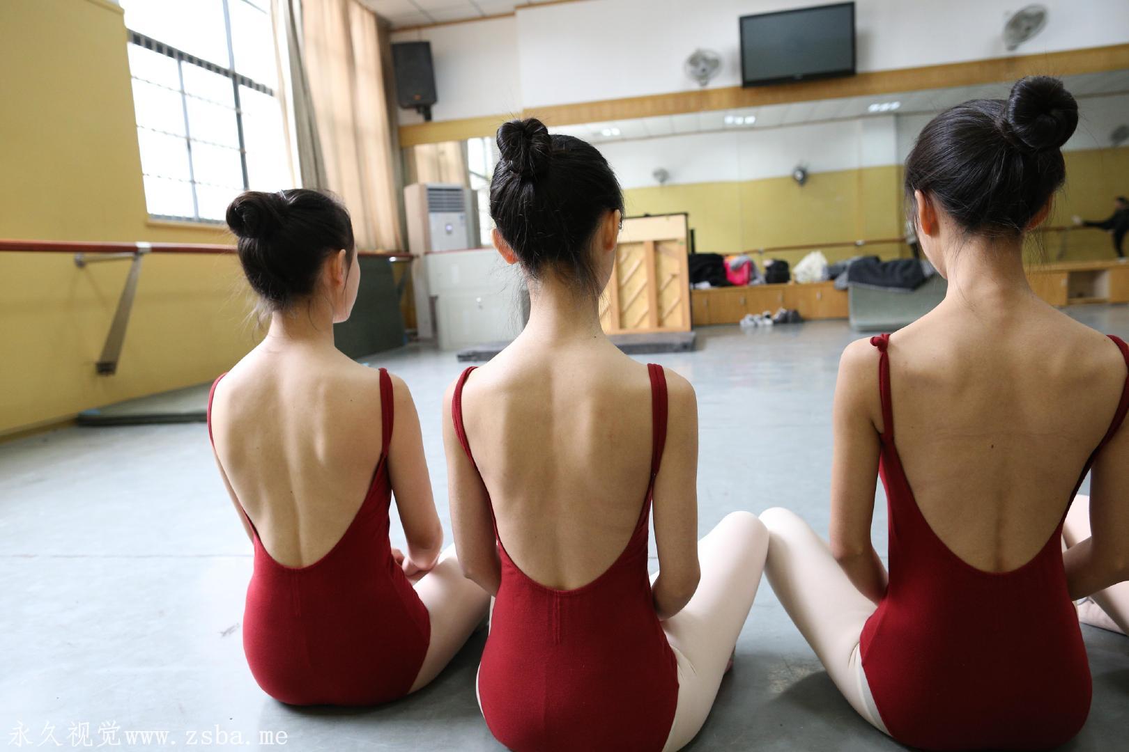 舞蹈学院练舞室实拍照片 美女小姐姐高清照片插图(15)