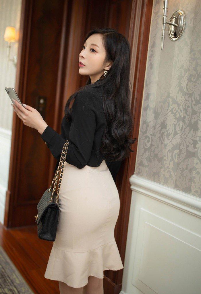 mm美女131官方图片:丝袜尤物美女销魂职场女秘书约会老总图文解说