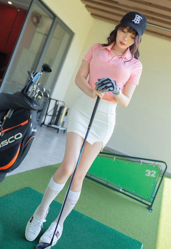 性感美女写真:性感美女大学生打高尔夫球116写真图