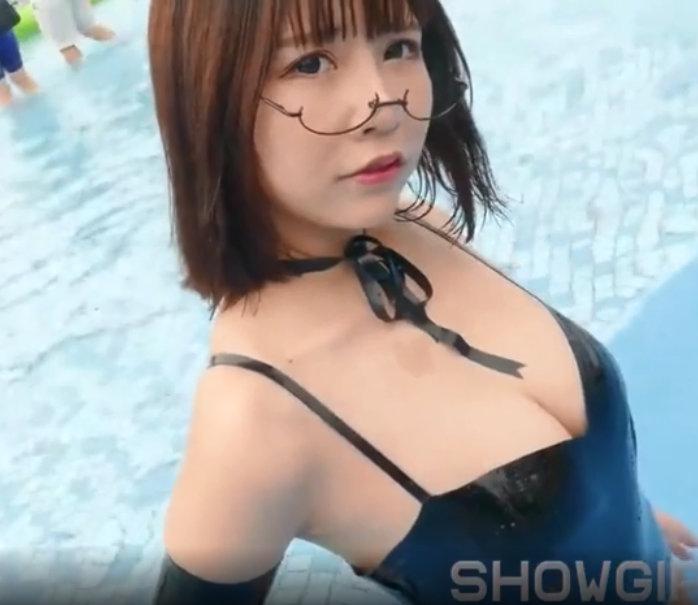 带眼镜的三十熟女性感丰满爆乳熟女在线播放视频