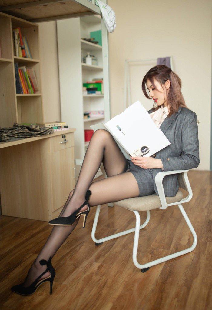 美女禁区丰满人熟妇大尺度人体艺美露出美女内裤图片18p