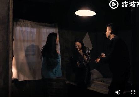 免费播放观看在线视频:小情侣正你侬我侬,一群哥们在隔壁偷听
