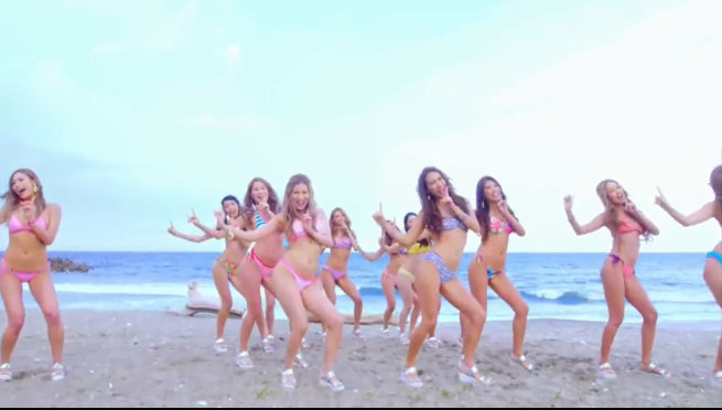 一群比基尼美女啪嗒啪嗒高清视频在线观看