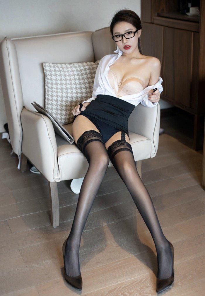 风骚丝袜熟女美腿人体艺术写真私密图库