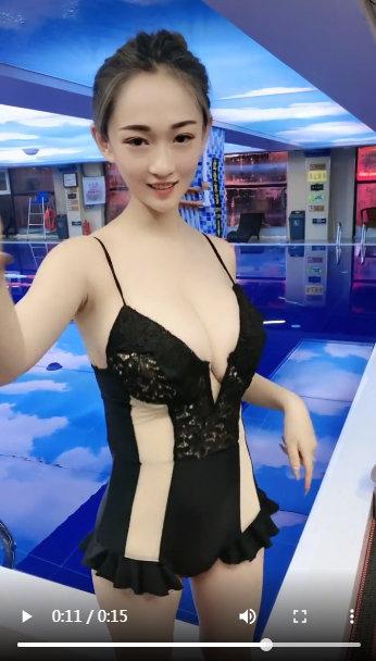 童颜巨乳粉嫩小妹游泳池边自拍福利小视频