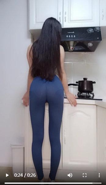 国内少妇自拍区视频免费_美女114翘着光屁股趴在办公室自拍视频