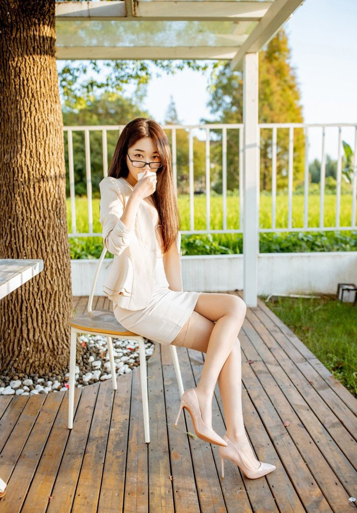 私人拍摄粉嫩小妹丝袜美腿眼镜美女人像艺术摄影20p