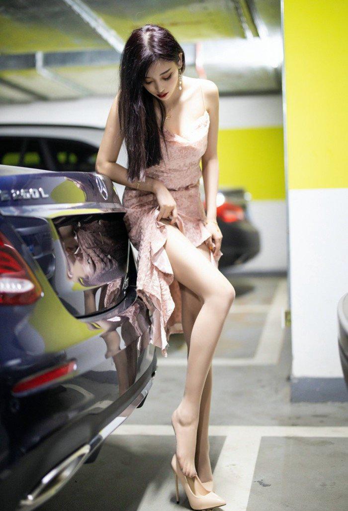 丝袜美腿美女114车模西西gogo高清大胆专业写真
