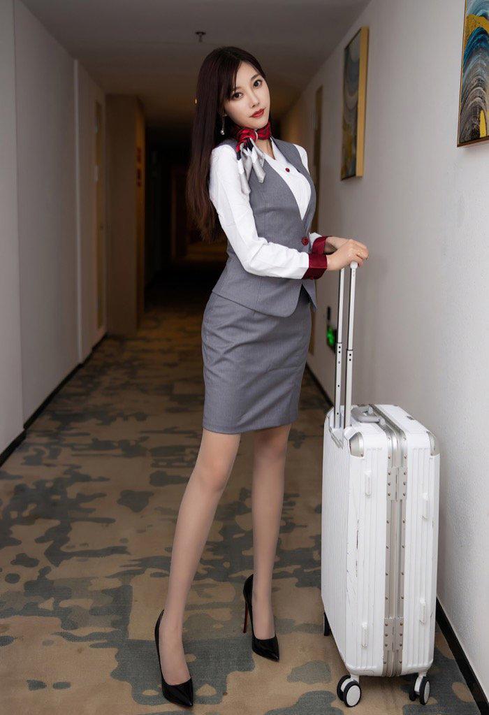 销魂美女秘书丝袜美腿工作装私人写真艺术图片26p