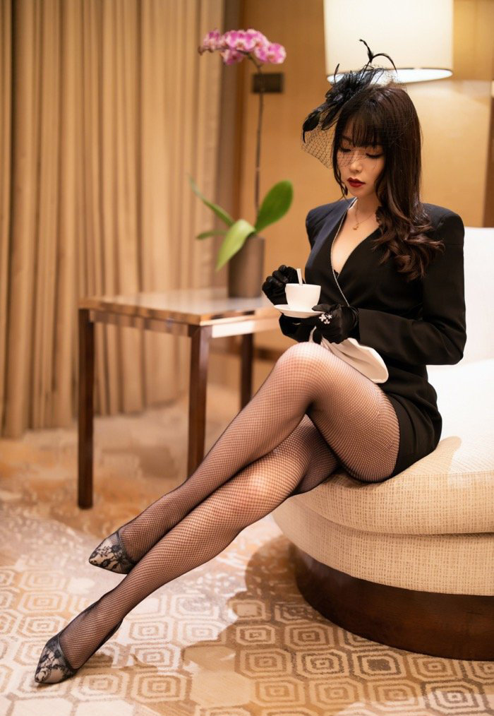 私人拍摄销魂美女黑丝袜美腿诱惑131高清私密写真19p