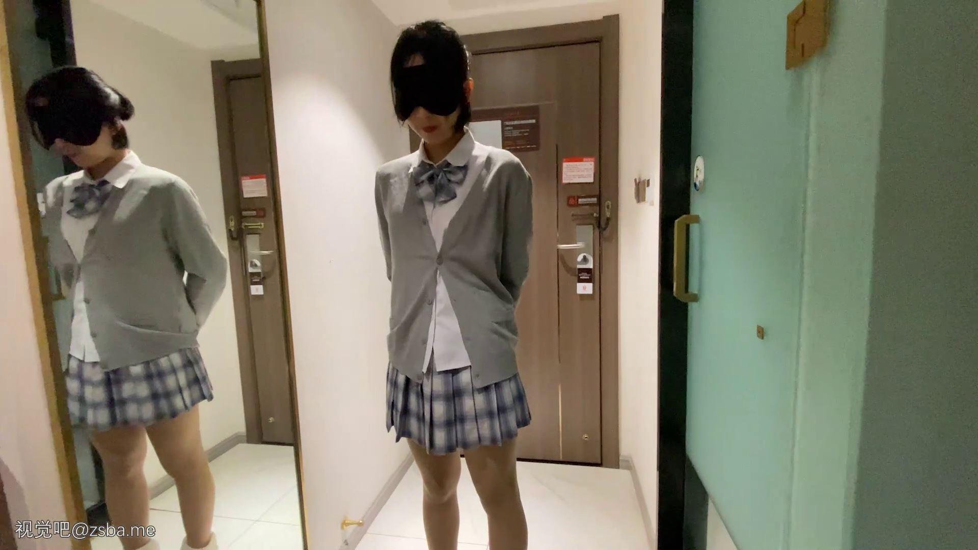 视觉吧@重金购买 91大神最新流出酒店约炮无毛的粉嫩鲍鱼-穿着JK裙的可爱小女友[1V/516MB]插图1