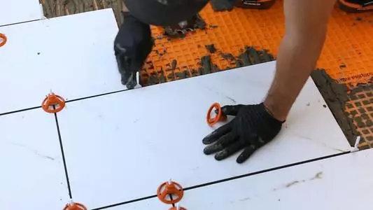 做了防水的墙面,贴瓷砖时要用这三种方法,否则很容易空鼓和脱落