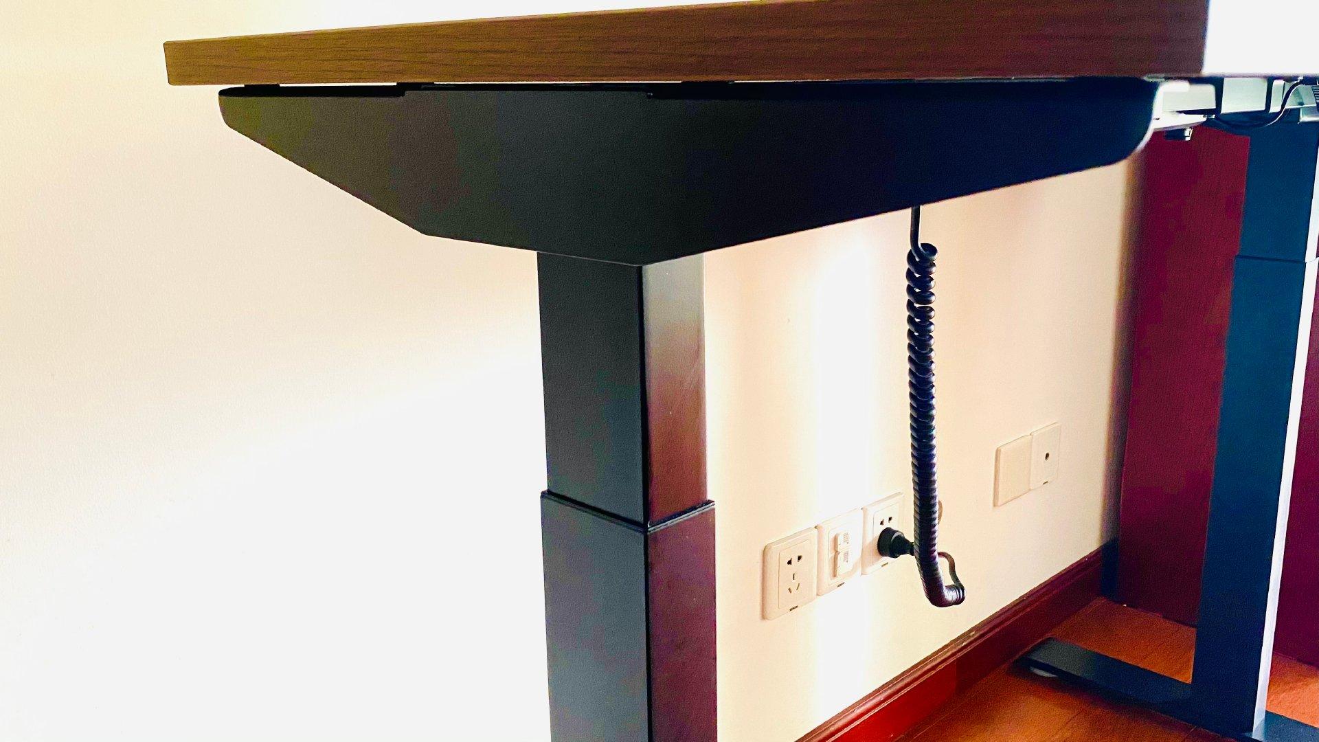 坐站交替,健康办公。— 网易严选电动升降桌体验分享