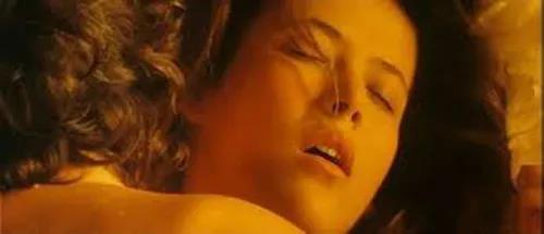 苏菲玛索:美女是如何卖身救父的-《心火》剧照