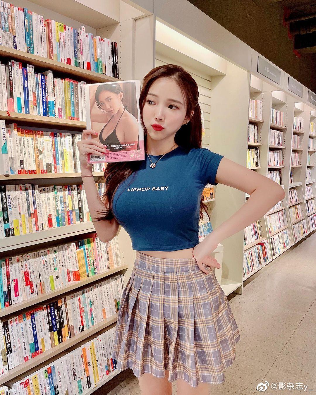 丰满上围撑爆紧身衣 马来西亚超性感女DJ蓝星蕾 发现美