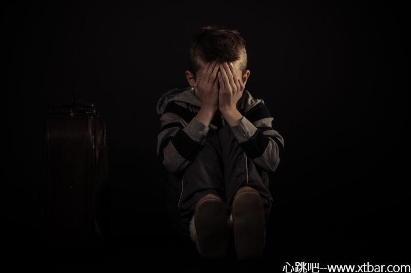 0085j6oIly1gkwv20hykhj30m80etglx - [心跳吧恐怖故事]:穿校服的男孩