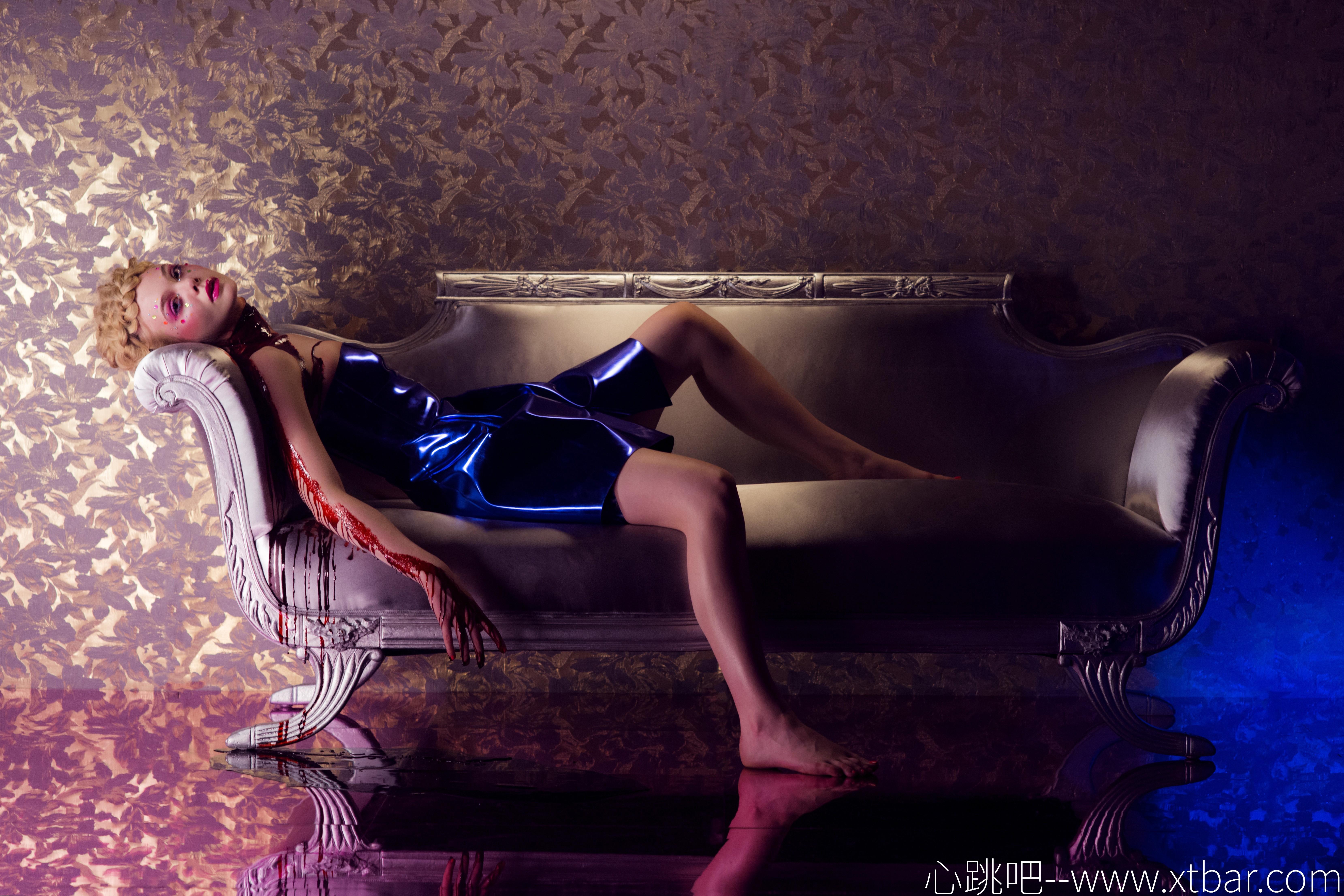 0085j6oIly1gmxnpgemq6j354c3f1e85 - [心跳吧恐怖片推荐]:《霓虹恶魔》,用极尽奢华的镜头掩盖单薄零碎的剧情