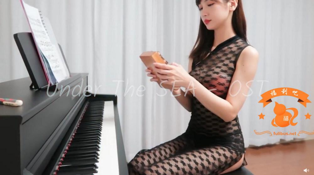 韩国弹钢琴的漂亮小姐姐,更新新作品,网纹胸贴拇指琴-福禄吧