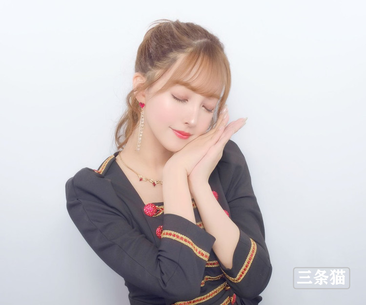 三上悠亜(鬼头桃菜,Mikami-Yua)女仆装展实力 养眼图片 第2张