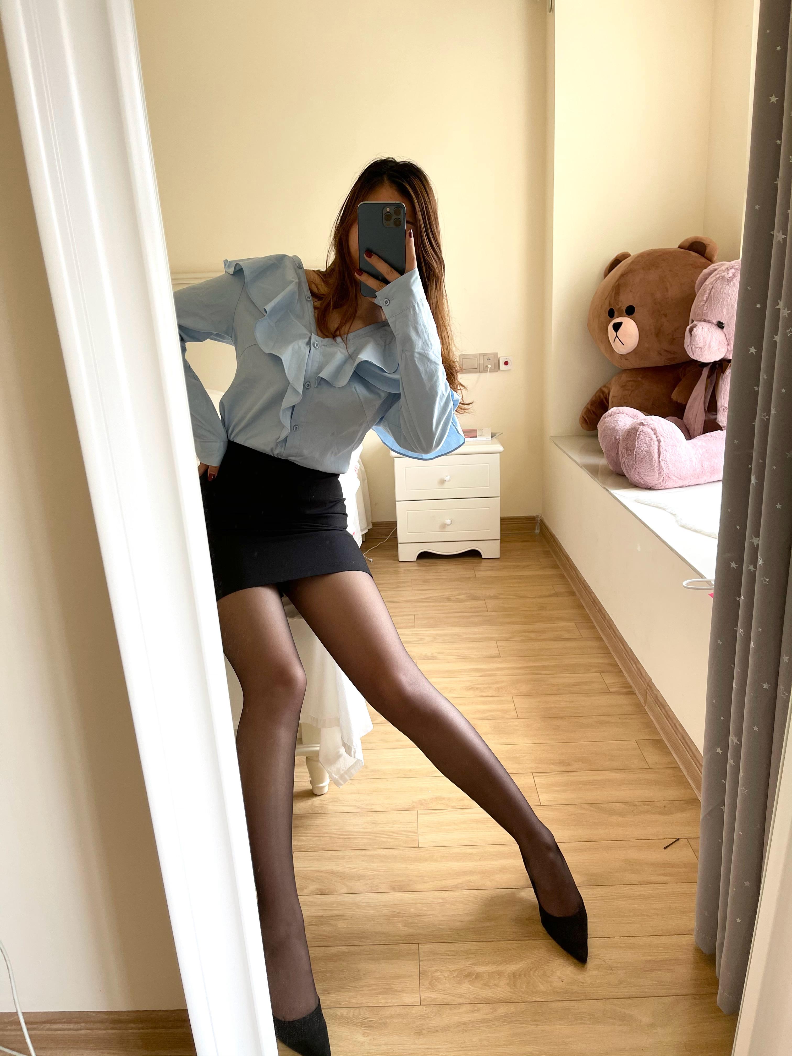 大学一毕业就做了女秘书 老总老是让我这样穿