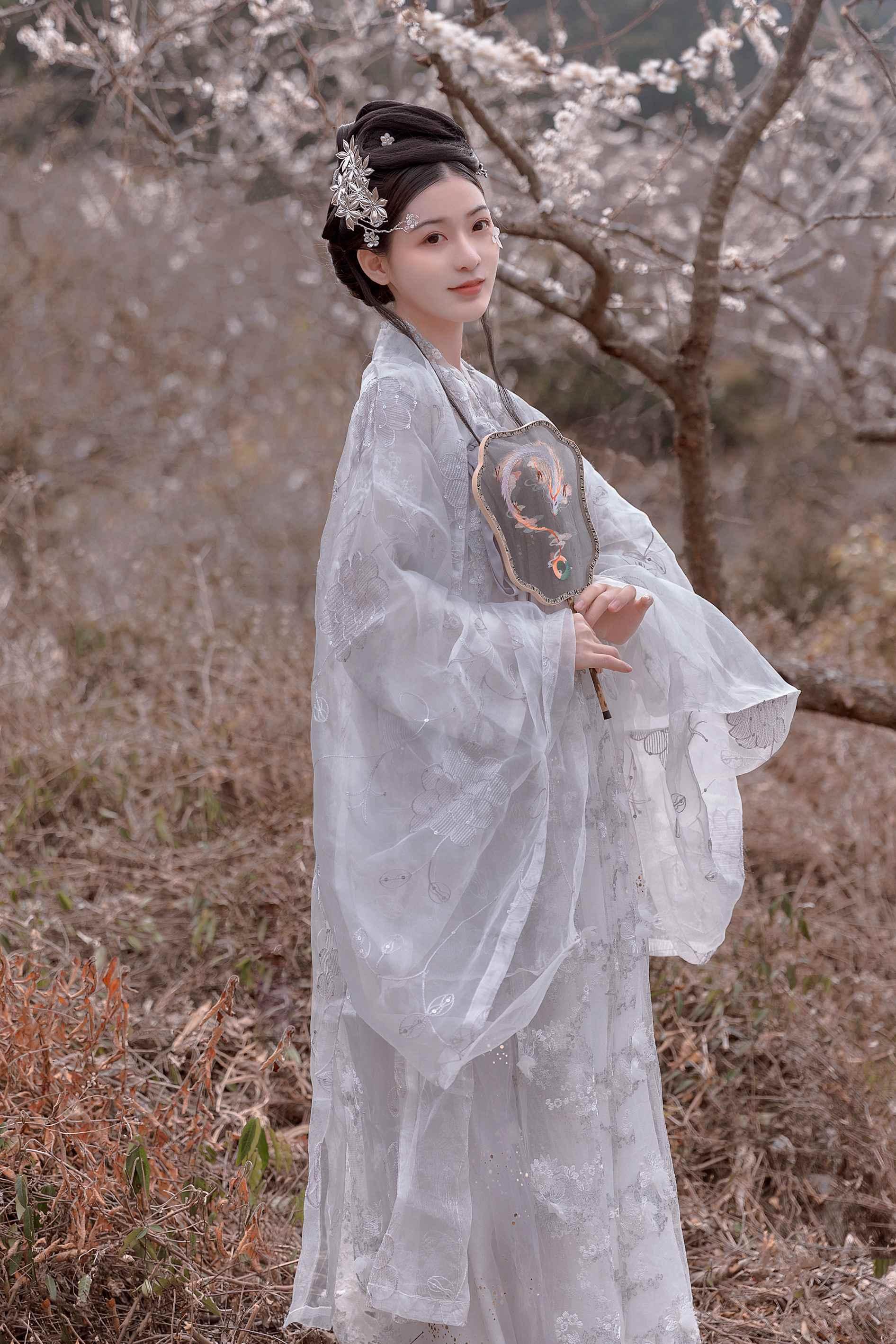 MIRD-142酷似泷泽萝拉美女公主造型写真