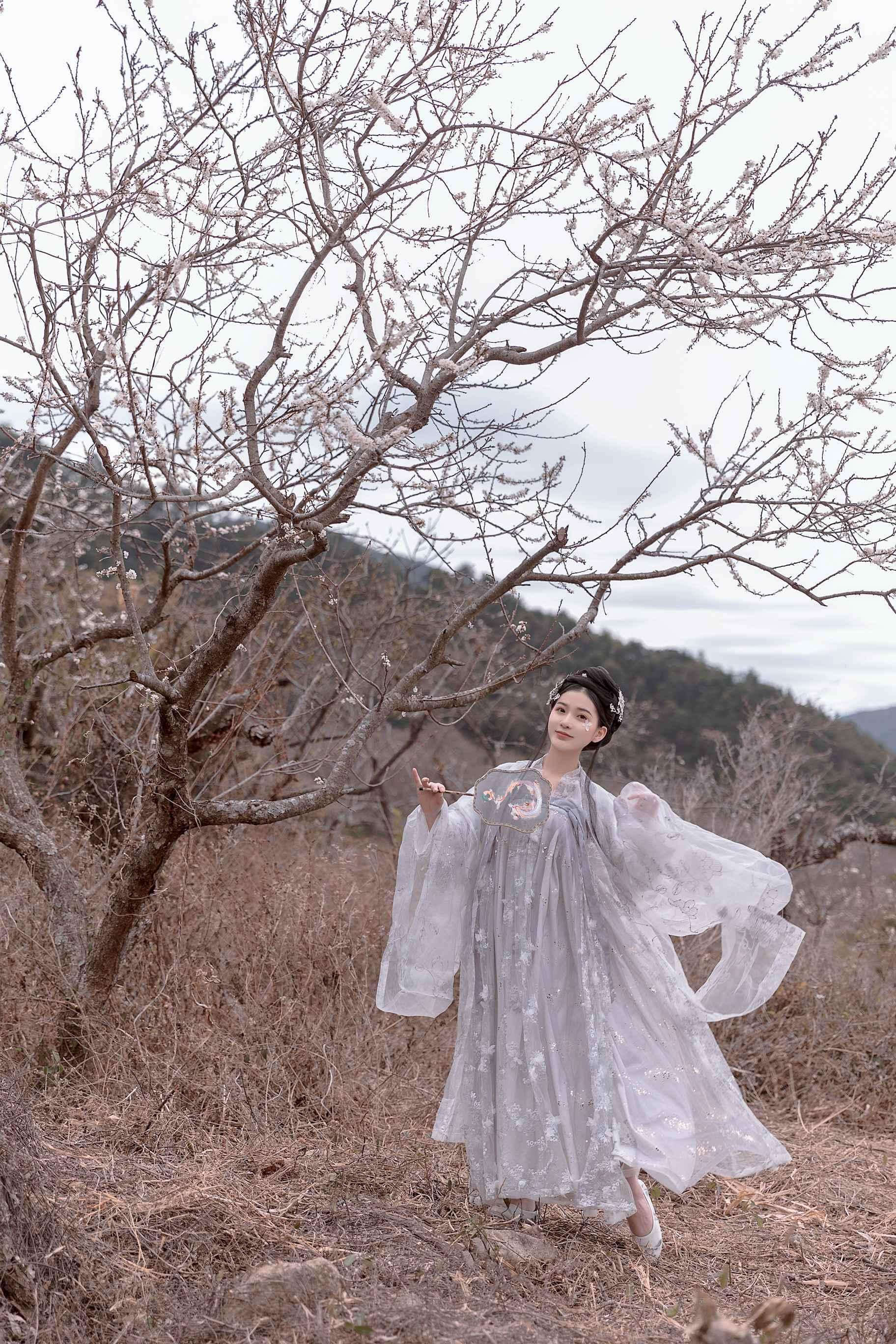 3VEMA-109粉嫩大奶美女内衣秀