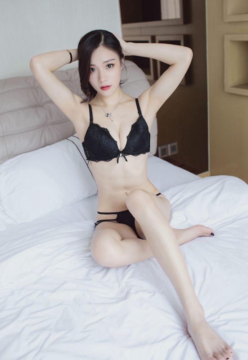 KAWD-838大胸纤腰美女热裤秀美腿