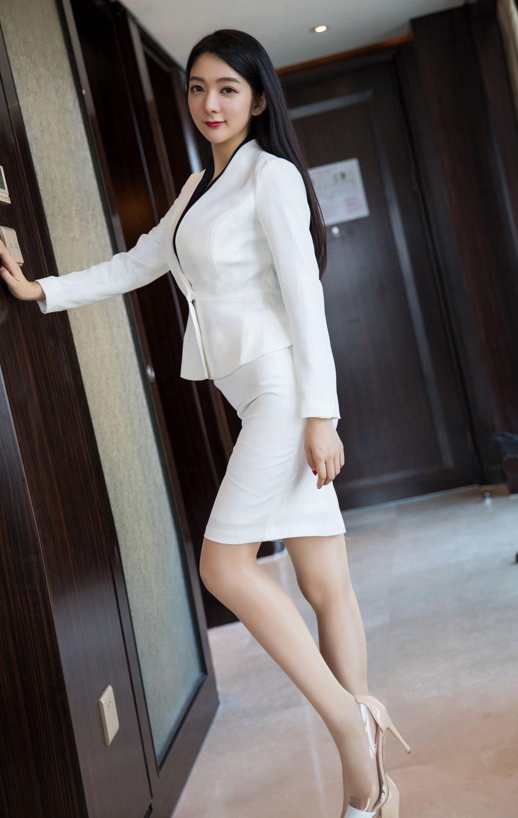 ADN-134韩国极品长腿高挑美女街拍秀