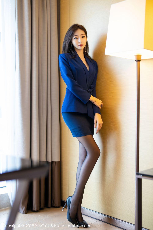 GSX-046街拍:紧身打底裤美女 大秀丰满美腿