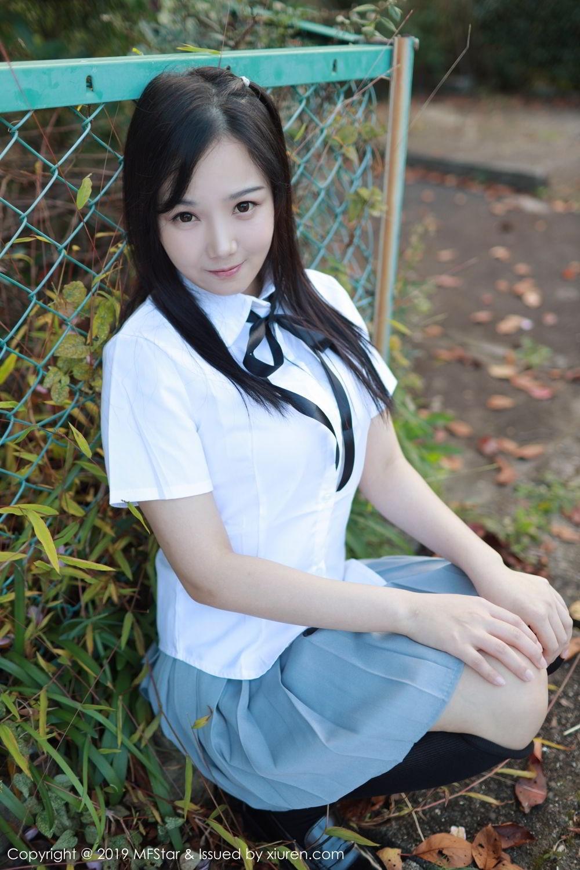 KAWD-604高挑皮裤美女废弃公交里写真